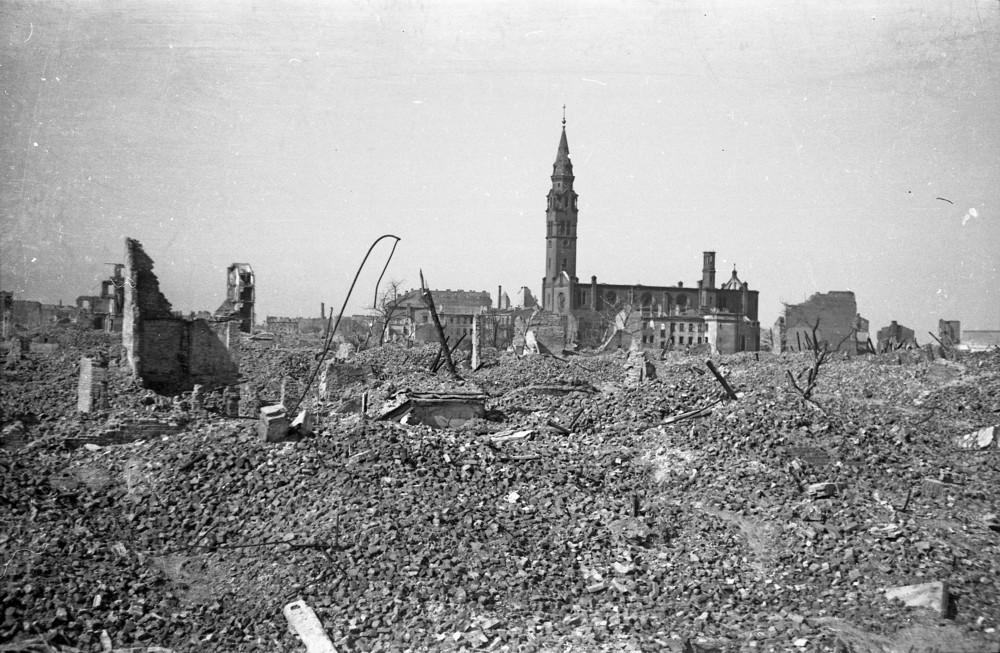 DRESDA DISTRUTTA DOPO IL BOMBARDAMENTO DEL 13 FEBBRAIO 1945